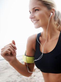 Sie haben gerade mit dem Lauftraining begonnen und sich nun als Ziel ihren ersten 5 km-Lauf gesetzt? Wunderbar! Wir unterstützen Sie mit