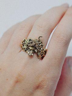 Cute Jewelry, Jewelry Box, Jewelry Accessories, Unique Jewelry, Medusa Piercing, Jewelry Branding, Fancy, Stud Earrings, Signet Ring