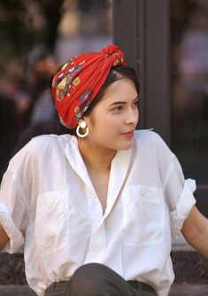 Boho fashion 531565562271114235 - Bandana KATARINA Red Indira de Paris Band accessoire Band Source by arizonal Ideas Bufanda, Head Scarf Styles, Hair Styles, Mode Turban, Turban Style, Headband Hairstyles, Hairstyle Men, Funky Hairstyles, Formal Hairstyles