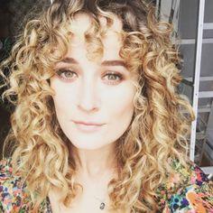 Curly bangs done right. Curly bangs done right. Curly Long Bangs, Curly Hair Fringe, Curly Hair Cuts, Curly Hair Styles, Curly Blonde, Blonde Bangs, Curly Girl, Bardot Bangs, Haircut Styles For Women