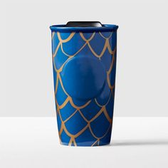 A blue ceramic traveler featuring a scale pattern outlined in metallic gold. Part of the Starbucks<sup>&reg;</sup> Anniversary Collection. Starbucks Coffee Tumbler, Starbucks Siren, Coffee Cups, Tea Cups, Blues Scale, Espresso Drinks, My Tea, Best Coffee, Mug Cup