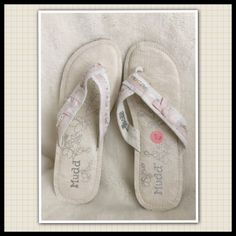 """Mudd """"Honolulu"""" Sandals Honolulu White and Pink Sandalsrubber 1"""" heelsNewThe tag fell off but there is still tissue wrappings in the straps Mudd Shoes Sandals"""