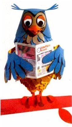 Classic Dutch vintage childrens tv personality: Mister the Owl, (Meneer de Uil) host of the fabel newspaper show (De Fabeltjes krant)