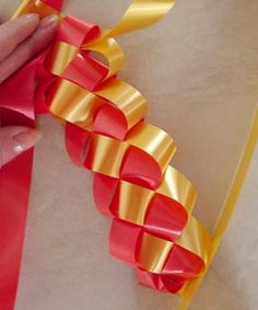 Illustrated instructions on how to weave a Military Braid Ribbon for your homecoming mums.