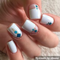 White acrylic nails never go out of fashion. Artificial nails are great timesavers, no doubt. Fancy Nails, Love Nails, My Nails, White Glitter Nails, White Acrylic Nails, Acrylic Nail Designs, Nail Art Designs, Geometric Nail, Manicure E Pedicure
