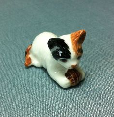 Hey, I found this really awesome Etsy listing at https://www.etsy.com/listing/156898824/miniature-ceramic-cat-kitty-kitten