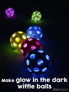 Glow in the Dark Wiffle balls for outside parties with or without kids! Just push the glow sticks into a golf wiffle ball and start golfing! Cool Diy, Fun Diy, Easy Diy, Wiffle Ball, Party Fiesta, Glow Party, Spa Party, Disco Party, Glow Sticks