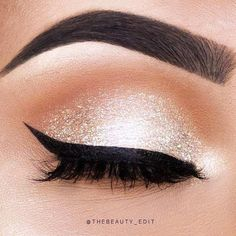 The best ways to Use Eyeliner – Eye Makeup Look Eyeliner Hacks, Eyeliner Styles, Eyeliner Ideas, Shimmer Eye Makeup, Eye Makeup Tips, Smokey Eye Makeup, Gold Makeup, Makeup Ideas, White Eye Makeup