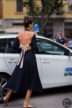 I want to be her in my next life !!! Giovanna Battaglia Street Style Street Fashion Streetsnaps by STYLEDUMONDE Street Style Fashion Photography