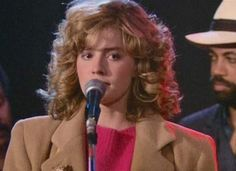 Nobody leaves this place without singing the blues Elisabeth Shue, Cocktail 1988, 80s Actresses, Adventures In Babysitting, Roddy Piper, Hair Brained, Hair Inspiration, Celebs, Singer