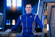 Here's a major first look at Star Trek: Discovery: Above is the first photo of Jason Isaacs as Gabriel Lorca, a steely Federation Starship Captain who's considered a brilliant military … Star Trek News, New Star Trek, Star Wars, Sonequa Martin Green, Michelle Yeoh, Jason Isaacs, Trailers, Star Trek Captains, Star Trek Characters
