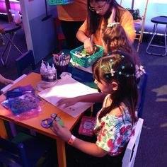 Evento de lançamento da novela Cúmplices de um Resgate do SBT. A Oficina Infantil esteve lá com camarim, oficina de biju e oficina de ecobag.