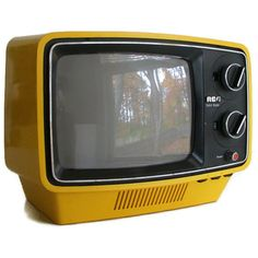 I like the use of yellow. Yellow is not a usual colour for a television set. This television also seems to be for portable use. Tvs, Vintage Television, Television Set, Portable Tv, Nostalgia, Retro Radios, Mellow Yellow, Color Yellow, Yellow Black