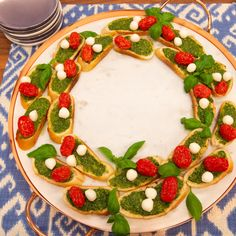 Get Caprese Wreath Recipe from Food Network/THe Kitchen Holiday Treats, Holiday Recipes, Christmas Recipes, Holiday Foods, Christmas Treats, Christmas Cooking, Christmas Desserts, Appetizer Dips, Appetizer Recipes
