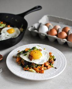 neekaisweird:    Brussels Sprouts Breakfast Hash    Oeuf et légumes poêlés