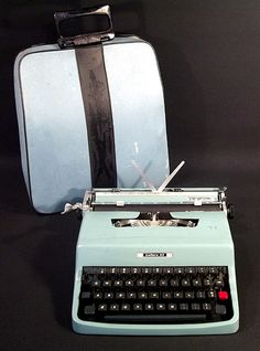 Sold Vtg Typewriter Seaform Green OLIVETTI UNDERWOOD LETTERA 32 w/ Case Made in Italy