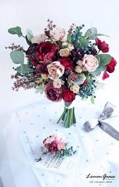 brautstrauß mit rot und altrosa mit eucalyptus und protea