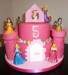 Awww – and a picture of birthday girl in the frame too.   castle cake with princesses