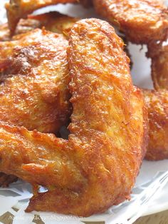 Lemongrass fried chicken wings-I so want one. Cooking Chicken Wings, Fried Chicken Recipes, Chinese Fried Chicken Wings, Baked Chicken, Malaysian Cuisine, Malaysian Food, Malaysian Recipes, Frango Chicken, Recipes