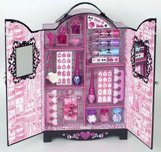 Barbie's Fashion Wardrobe