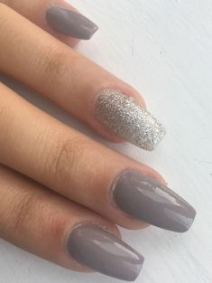 Grey Glitter Nail Art Designs for A Trendy Look