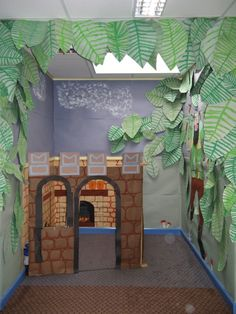 Jack and the Beanstalk role play area for daycare, preschool, or kindergarten School Displays, Classroom Displays, Classroom Themes, Teaching Displays, Classroom Design, Traditional Tales, Traditional Stories, Eyfs Jack And The Beanstalk, Castles Topic