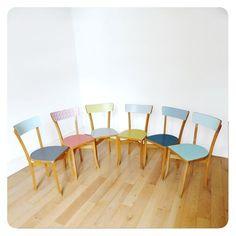 6 chaises vintage -                                                                                                                                                                                 Plus