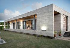 Casa con fachadas de hormigón visto, fuerte en presencia y sutil en diseño