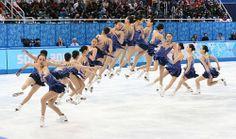 フィギュアスケート女子フリーで浅田真央が決めたトリプルアクセルの連続合成写真(右から左へ)=ロシア・ソチのアイスベルク・パレスで2014年2月20日 (500×296) 「ソチ五輪フィギュア:真央、忘れ得ぬ名演 決断、最高のジャンプ」 http://mainichi.jp/shimen/news/20140222ddm035050165000c.html