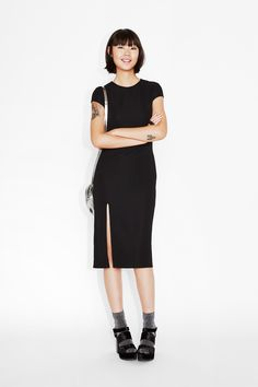 Instead of an LBD we're rocking the MBD this season (that'd be midi black dress for those of you wondering). And this is a brilliant one: slim fit (a great layering base), high necked (totally flattering), short sleeves (perfect for parties, with a slinky slit (easier for dancing/walking/moving/grooving in).  colour: black magic In a size small the chest width is 78 cm and the length is 110 cm. The model is 178 cm and is wearing a size small.