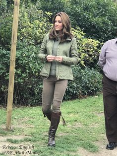 Kate Middleton Is Back from Maternity Leave — with a New Haircut and Old Boots! Casual Kate Middleton, Estilo Kate Middleton, The Duchess, Duchess Of Cambridge, Old Boots, High Boots, Catherine The Great, Prince William And Kate, Royal Fashion