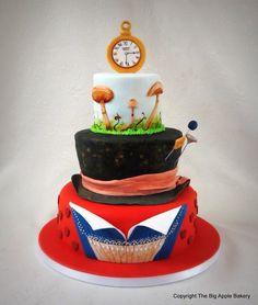 Alice in wonderland cake ! #gateau #anniversaire #pateasucre #beauxarts #cakedesign #paris