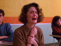 Donna Hayward crying, Twin Peaks pilot