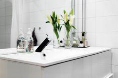 Sea of Girasoles: Inspiration: flat in Malmö Saunas, Laundry In Bathroom, Beautiful Bathrooms, Bath Room, Bath Time, Bathroom Inspiration, Beautiful Homes, Palace, Toilet