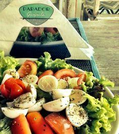 Saladas vitaminadas com proteína. PARADOR GAROPABA, o melhor restaurante à beira mar, na Praia de Garopaba - Santa Catarina. Frutos do mar, grelhados, massas, risotos, fondues, saladas e outras delícias gastronômicas com o mais belo visual.