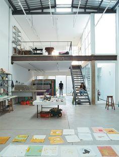 Art of the rescue: meet the studio of artist Marina Saleme - Studio Space - Design Loft Studio, Studio Room, Dream Studio, Case Studio, Workshop Studio, Studio Spaces, Studio Apartment Design, Studio Interior, Interior Design