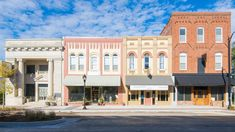 5 Small U. Towns Worthy of Your 2020 Destination Bucket List - 5 Small U. Towns Worthy of Your 2020 Destination Bucket List - Small Town America, Art Deco Buildings, Bucket List Destinations, Beautiful Architecture, Main Street, Small Towns, Maine, Places To Go, House Styles