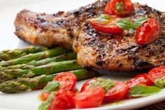 Grilled Pork Chops with Asparagus and Pesto Slim down with these high-protein, low-carb dinner recipes. You'll find plenty of lean meat, colorful veggies, and healthy fats. Healthy High Protein Meals, High Protein Dinner, High Protein Low Carb, Healthy Low Carb Recipes, Low Carb Dinner Recipes, High Protein Recipes, Healthy Eating, Protein Dinners, Healthy Breakfasts