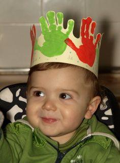 idea for a birthday crown! Toddler Crafts, Preschool Crafts, Diy For Kids, Crafts For Kids, Decoration Creche, Creation Crafts, Puppet Crafts, Handprint Art, Christian Christmas