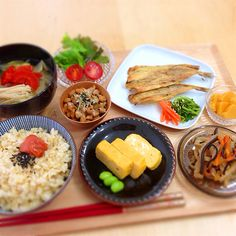 Japanese meal with brown rice and side dishes 玄米と色々おかず