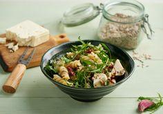 Sałatka z makaronem, rukolą i suszonymi pomidorami Penne, Mozzarella, Pasta Salad, Spaghetti, Lunch, Chicken, Ethnic Recipes, Food, Diet