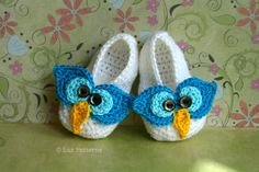 Baby owl slippers crochet pattern by Luz Patterns #crochetpattern #babyshoespattern $4.99