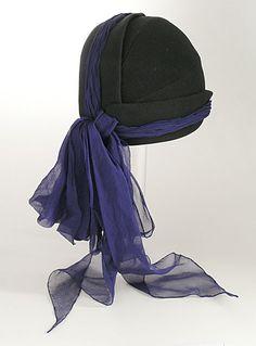 Cap by Caroline Reboux 1939 Suzy, 1930s Fashion, Vintage Fashion, Boho Fashion, Vintage Outfits, Vintage Hats, Vintage Ideas, Vintage Clothing, Caroline Reboux