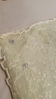 Tambour Embroidery, Embroidery Saree, Organza Saree, Chiffon Saree, Embroidery Boutique, Embroidery Designs, Black Lace Tattoo, Pink Saree, White Saree