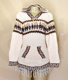 298198aa7 Agasalho peruano feminino com #capuz e #franjas, produzido em lã de #alpaca