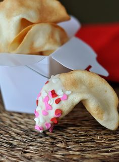I must try to make some of these Homemade Fortune Cookies for my hubby sometime...
