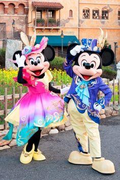 東京ディズニーシーで2017年4月4日(火)~6月14日(木)開催されるスペシャルイベント「ディズニー・イースター」。 ミッキーとミニーが着用する新コスチュームがお披露目されました。