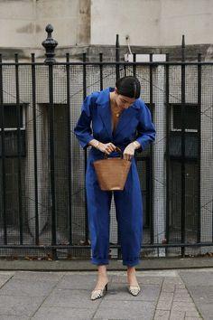 Attendees at London Fashion Week Spring 2019 - Street Fashion Spring Fashion Outfits, Trendy Fashion, Spring Outfits Women, Fashion Weeks, Blue Fashion, Modest Fashion, Fashion Women, High Fashion, Autumn Fashion