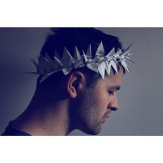 "#105 ""Le petit Prince"" #crane #origamiart #origami #papercraft #papercrane #paperart #paperfolding #diy #senbazuru #1000cranes #1crane1day #crown #royal #minimal #minimalist #light"