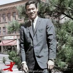 Bruce Lee - Suit and Tie.